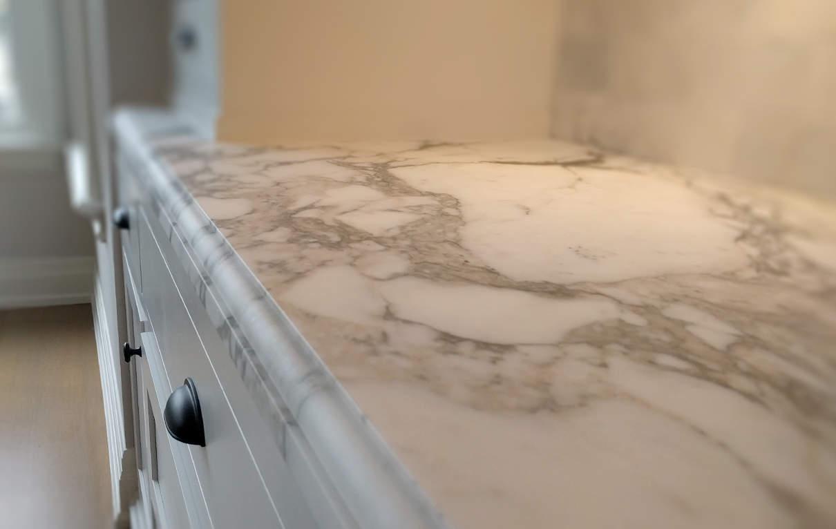 Mechanical honing on carrara marble