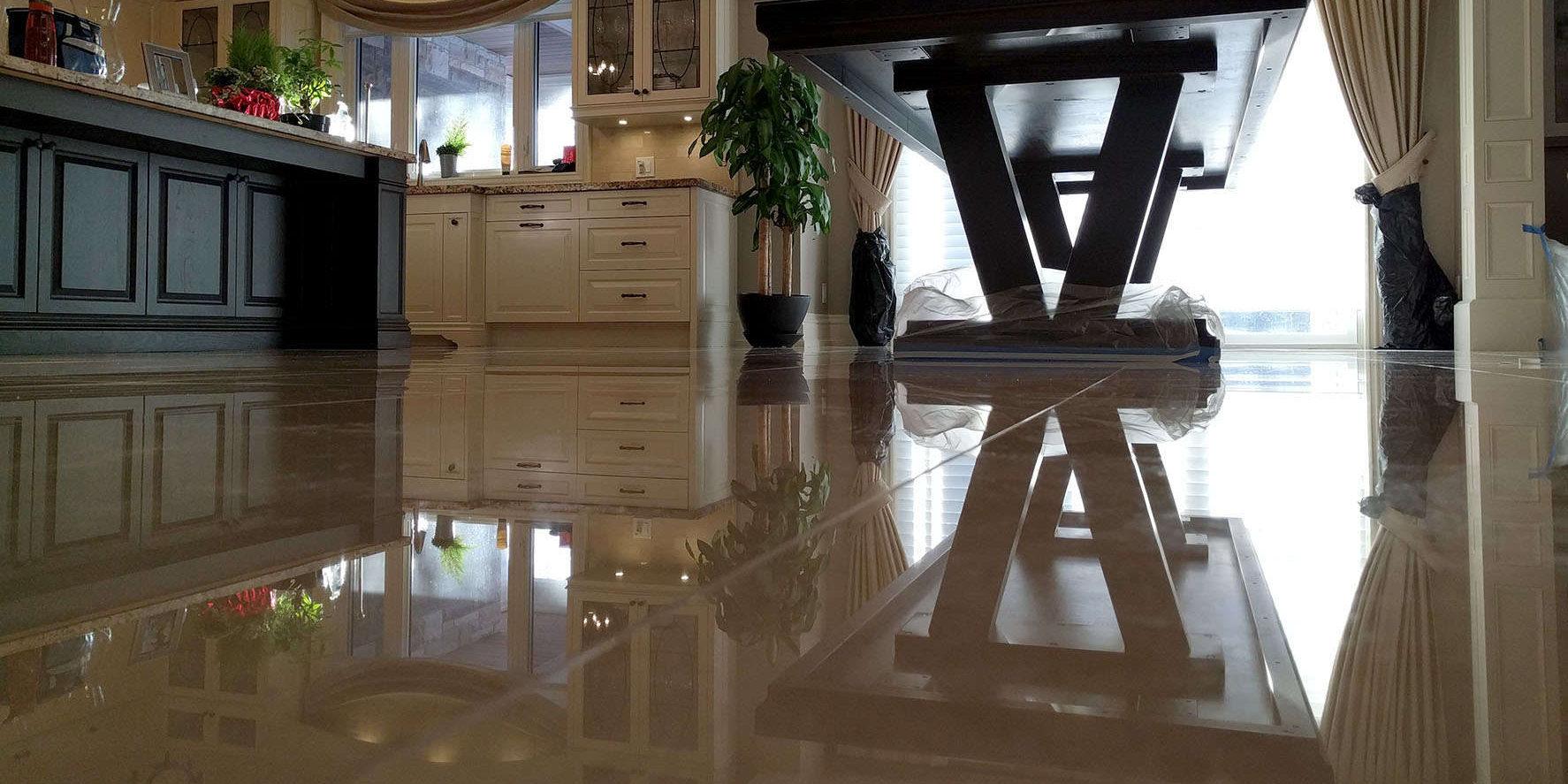 Polished crema-marfil marble